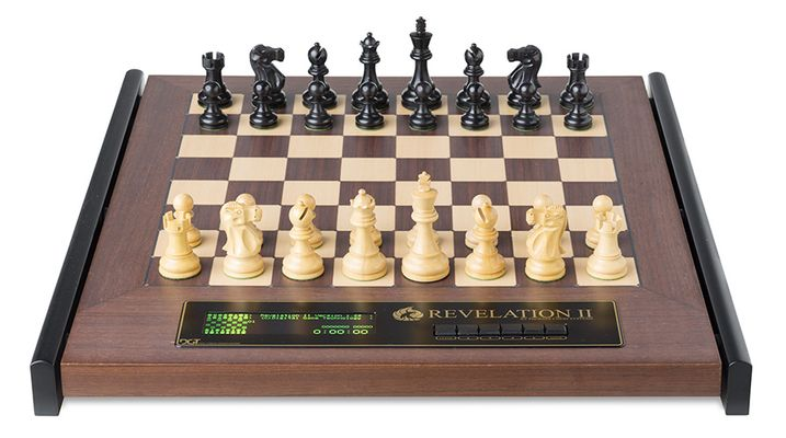 Chess Computer: Revelation II with Classic Pieces